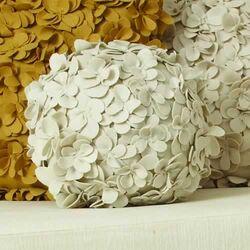 Komaki Ball Wool Pillow