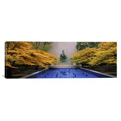 Panoramic Fountain of the Great Lakes at the Art Institute of Chicago, Chicago, Illinois ...