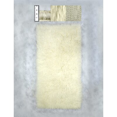 Hera Flokati Regular Natural White Solid Area Rug Rug Size: 3'6