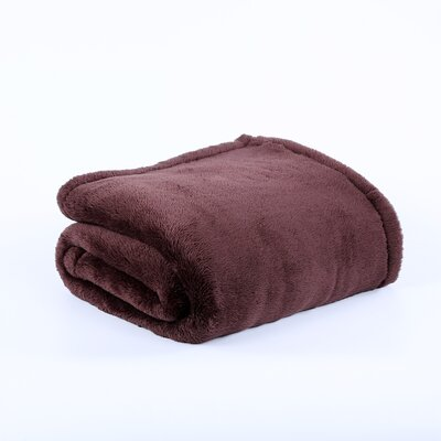 Extra-Fluffy Oversized Throw Color: Chocolate