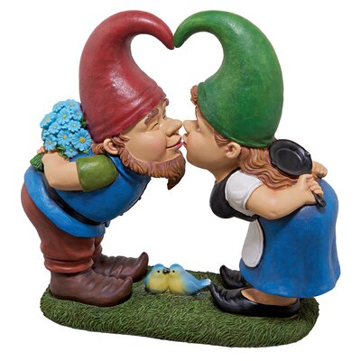Kiss and Tell Lover Gnomes Statue QM2796400