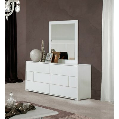 Dority 5 Piece Bedroom Set Size: Queen