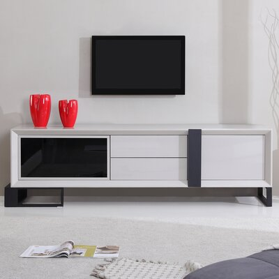 Entertainer 81.3 TV Stand Color: Cream