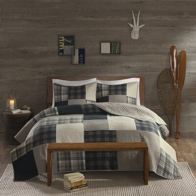 Winter Hills 3 Piece Reversible Quilt Set Size: Full/Queen, Color: Black