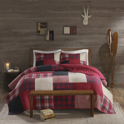 Winter Hills 3 Piece Reversible Quilt Set Size: Full/Queen, Color: Red