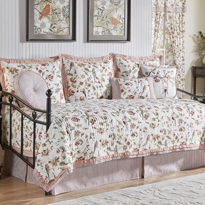 Retweet 5 Piece Reversible Quilt Set