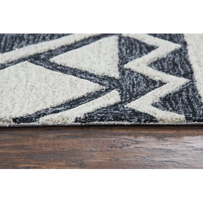 Broadlands Hand-Tufted Wool Ivory/Black Area Rug Rug Size: 8 x 10