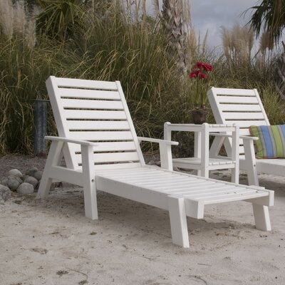 Captain Chaise Lounge with Arms Finish: White