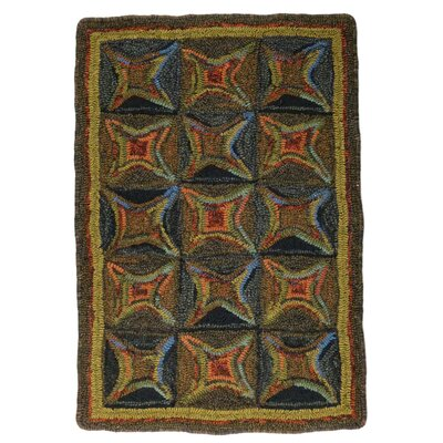 Hand-Crafted Braided Green / Red Indoor/Outdoor Area Rug