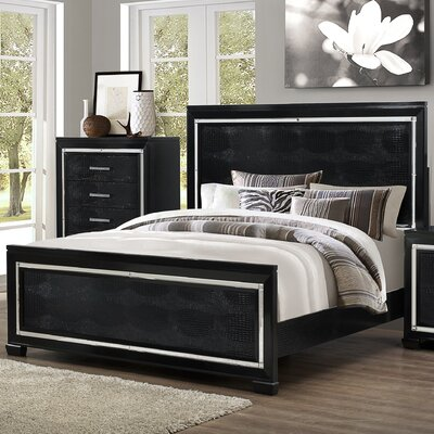 Soila Bed Size: Queen, Color: Black