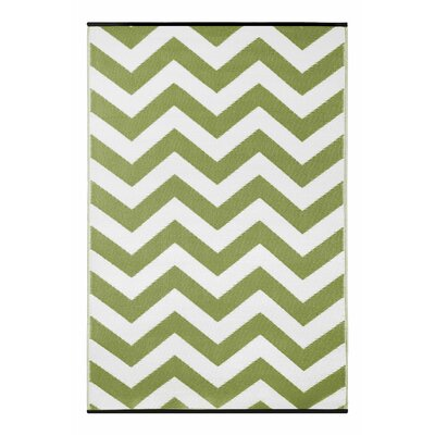 Lightweight Reversible Leaf Green/White Indoor/Outdoor Area Rug