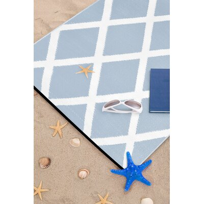 Lightweight Reversible Diamond Light Blue/White Indoor/Outdoor Area Rug