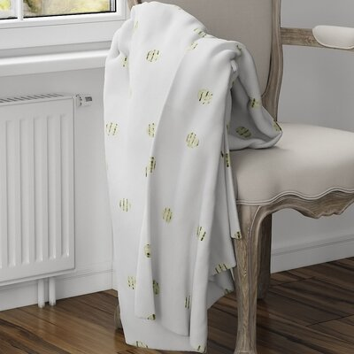Victoire Fleece Blanket Size: 40 L x 30 W, Color: Green