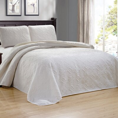 Browning 3 Piece Reversible Quilt Set Color: White