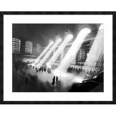 'Grand Central Station, New York' Framed Graphic Art DPF-463524-2432-257