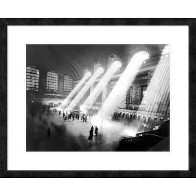 'Grand Central Station, New York' Framed Graphic Art DPF-463524-1824-257