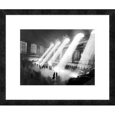 'Grand Central Station, New York' Framed Graphic Art DPF-463524-1216-257
