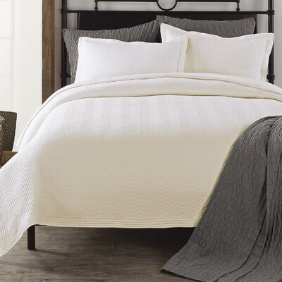 Chevron Coverlet Color: Ivory, Size: King