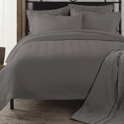 Chevron Coverlet Color: Charcoal Grey, Size: Full/Queen