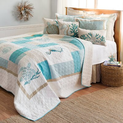 Rea Quilt Size: Full/Queen