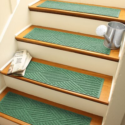 Amald Diamond Stair Tread Color: Light Green