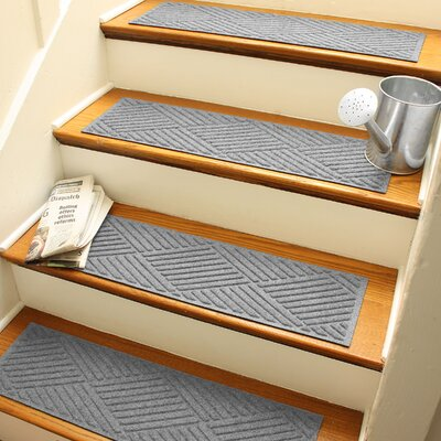 Amald Diamond Stair Tread Color: Medium Gray