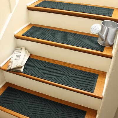 Amald Diamond Stair Tread Color: Evergreen