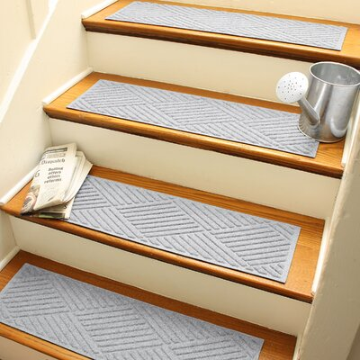 Amald Diamond Stair Tread Color: White