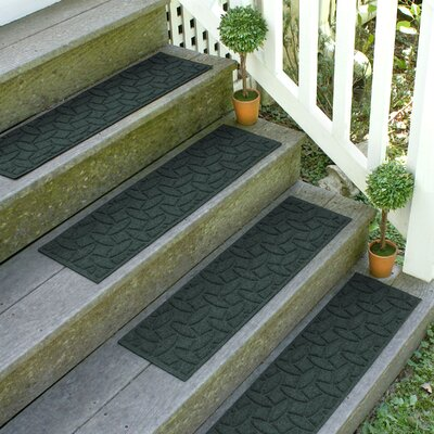 Amald Elipse Stair Tread Color: Evergreen