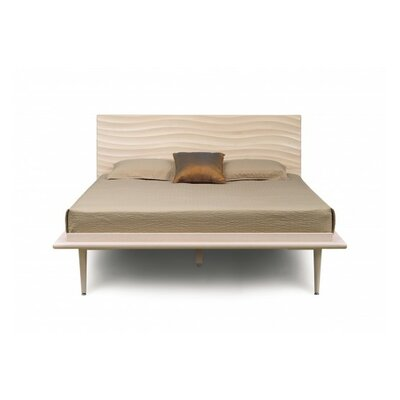 Wave Platform Bed Finish: Natural Walnut, Size: California King, Leg Material: Metal