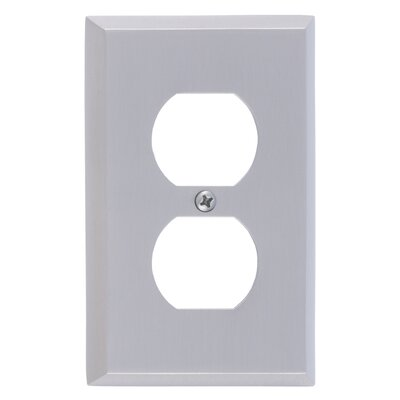 Quaker Single Outlet Plate Finish: Satin Nickel