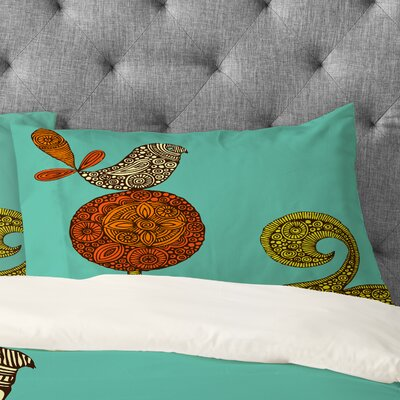Valentina Ramos Bird in The Flower Pillowcase Size: Standard