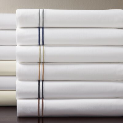 Grande Hotel Egyptian Pillowcase Size: King, Color: White / Navy