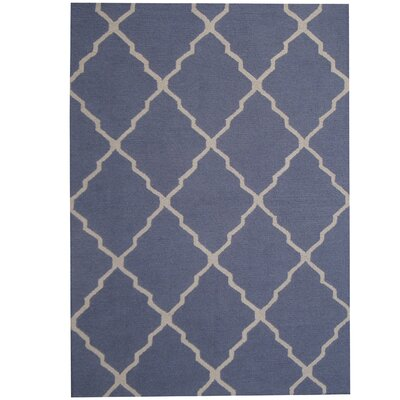 Hand-Tufted Blue/Ivory Indoor Area Rug Rug Size: 5 x 7