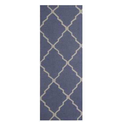 Hand-Tufted Blue/Ivory Indoor Area Rug Rug Size: Runner 26 x 7