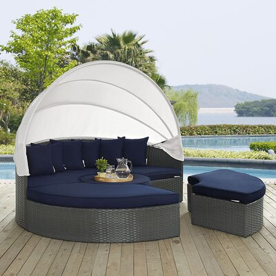 Sojourn Daybed with Cushions Fabric: Navy