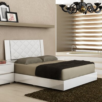 Diamanti Upholstered Platform Bed Size: King