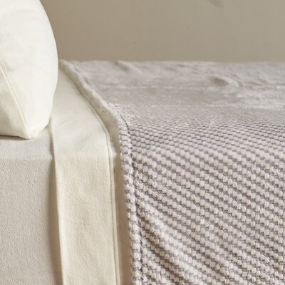 VelvetLoft� Textured Check Polyester Blanket Size: Twin, Color: Chateau Gray