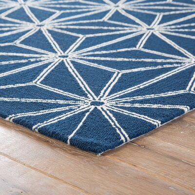 Saison Hand Hooked Navy Indoor/ Outdoor Area Rug Rug Size: Rectangle 5 x 76