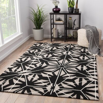 Saison Hand Hooked Cream/Black Indoor/Outdoor Area Rug Rug Size: Rectangle 76 x 96