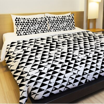 Distressed Triangles Lightweight Duvet Cover Size: Twin