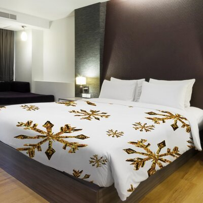 Golden Snowflake Duvet Cover Size: Full Queen