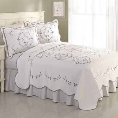 Guimauve Embroidered Quilt Size: Full / Queen
