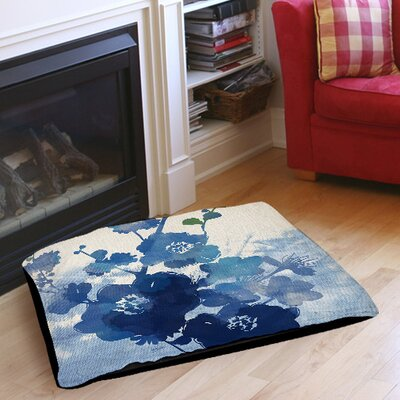 Streams of Blues Indoor/Outdoor Pet Bed Size: 28 L x 18 W