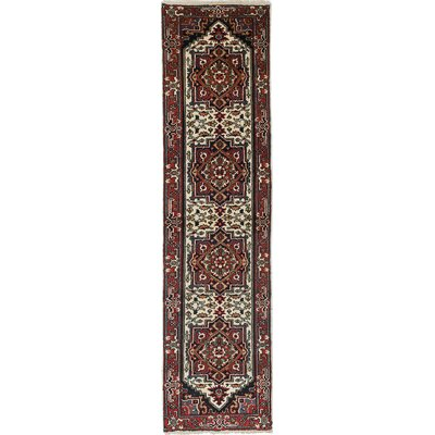 Serapi Heritage Hand-Woven Cream/Red Area Rug