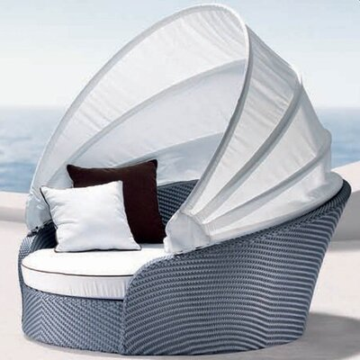 Tasteful Daybed Product Photo