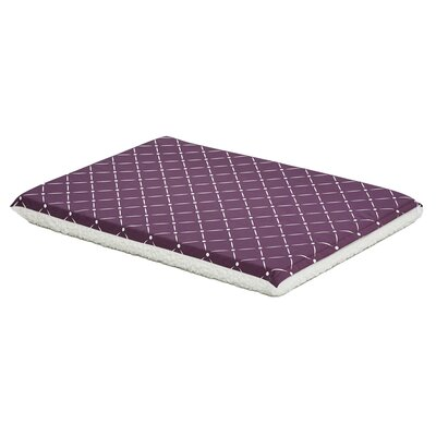 Labrador Quiet Time Reversible Pad Color: Plum/Fleece, Size: 21 W x 29.75 D x 2.25 H