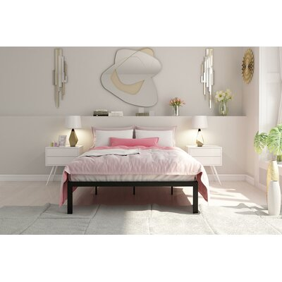 Nageshwar Metal Frame Platform Bed Size: Queen, Finish: Gold