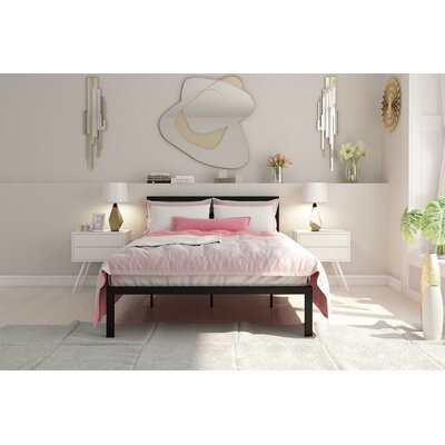 Nageshwar Platform Bed Size: Queen, Finish: Gold