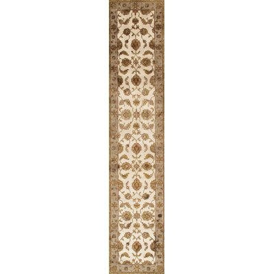 Agra Hand-Knotted Area Rug Rug Size: 26 x 1111